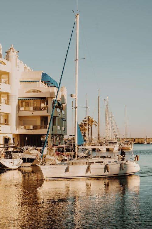Kostenloses Stock Foto zu boot, hafen, jachthafen, meer