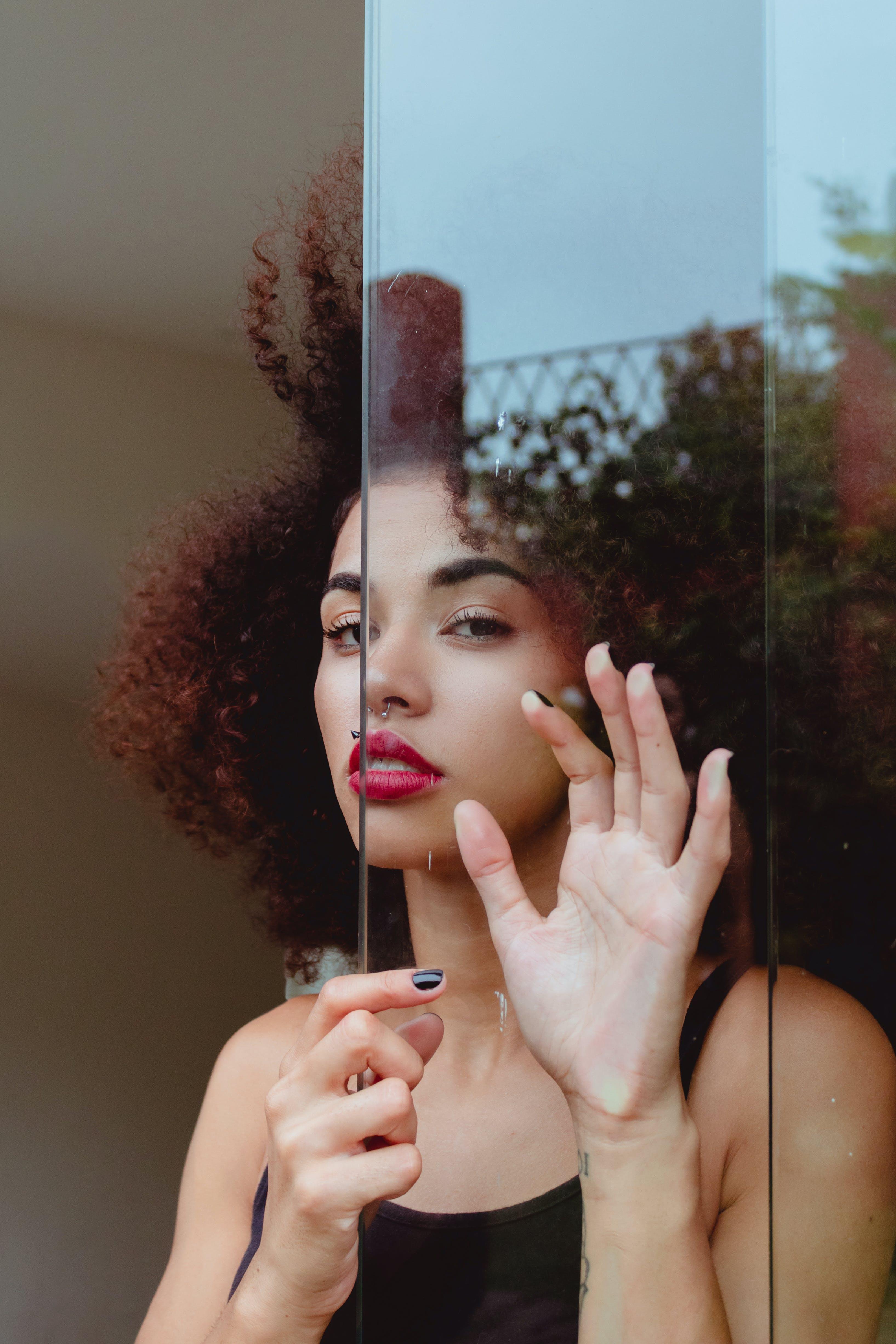 Gratis lagerfoto af afro, afslappet, ansigtsudtryk, attraktiv