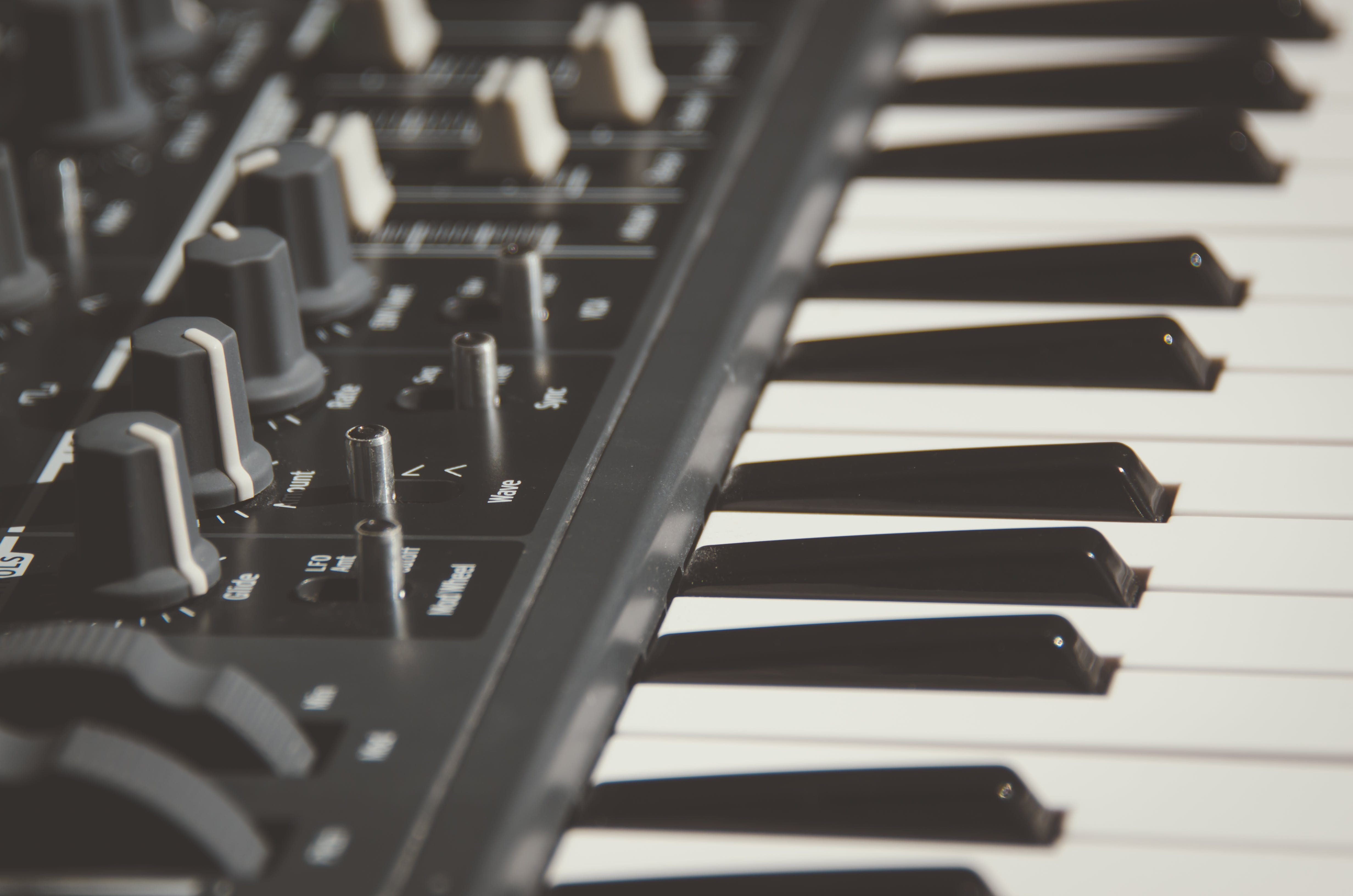 Black Electronic Keyboard