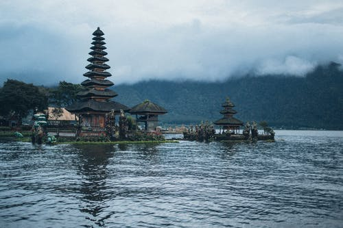 Ilmainen kuvapankkikuva tunnisteilla arkkitehtuuri, heijastus, järvi, joki