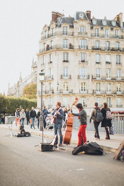 bina, dış, gün ışığı, insanlar içeren Ücretsiz stok fotoğraf