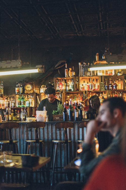 Fotos de stock gratuitas de adentro, asientos, bar, bebidas