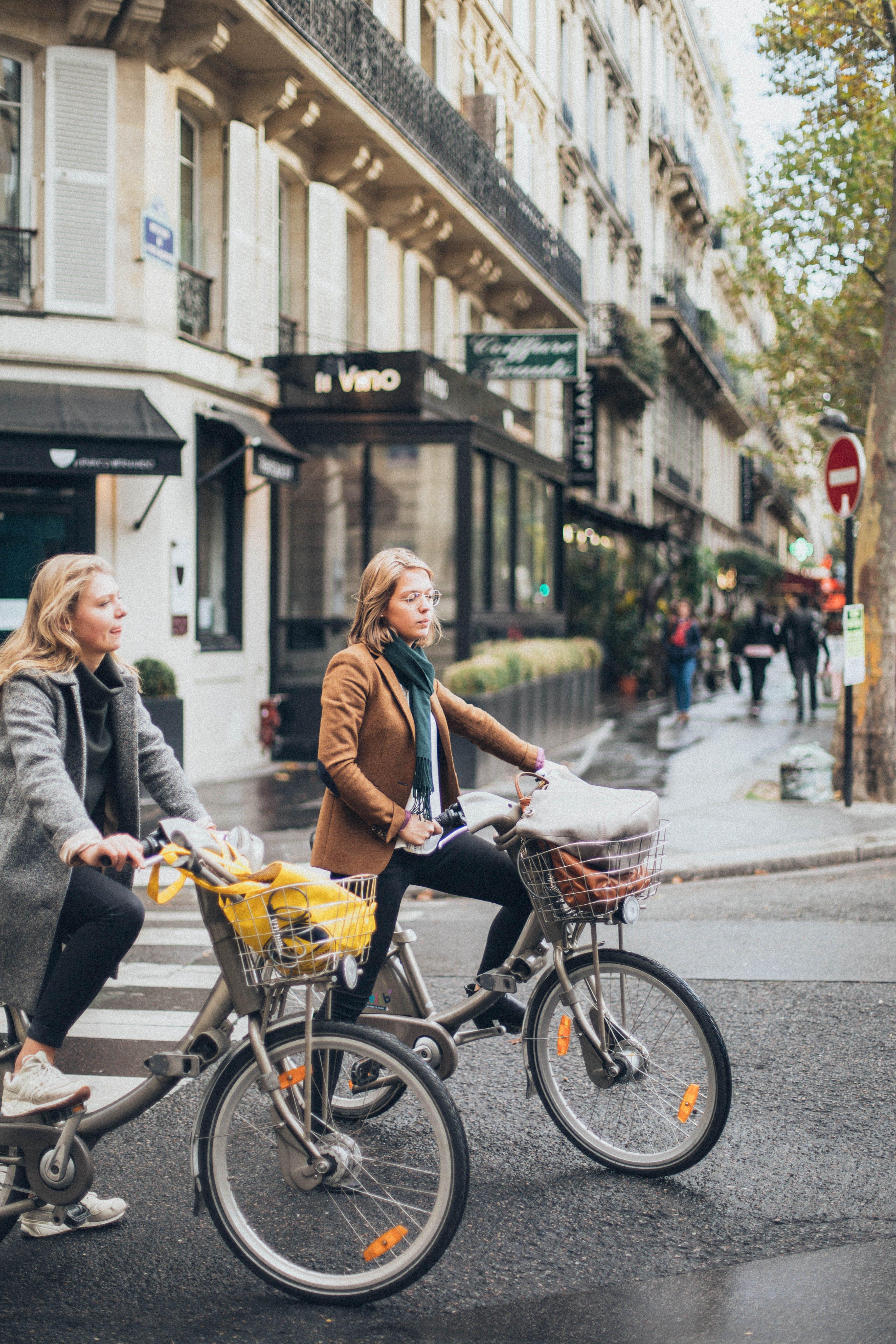 Kostenloses Stock Foto zu draußen, fahrräder, fahrzeuge, frauen