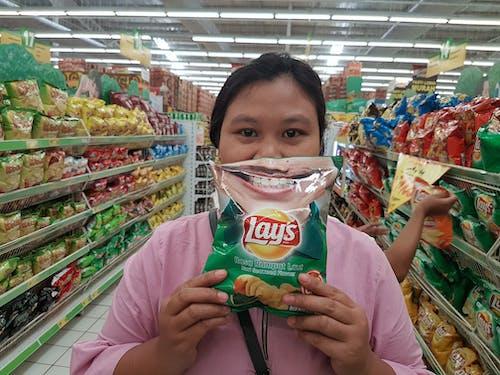 Foto profissional grátis de #indonesia #muslim #potato chips #lays