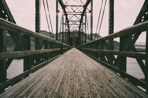 Gratis arkivbilde med arkitektur, bro, fjæring, forbindelse