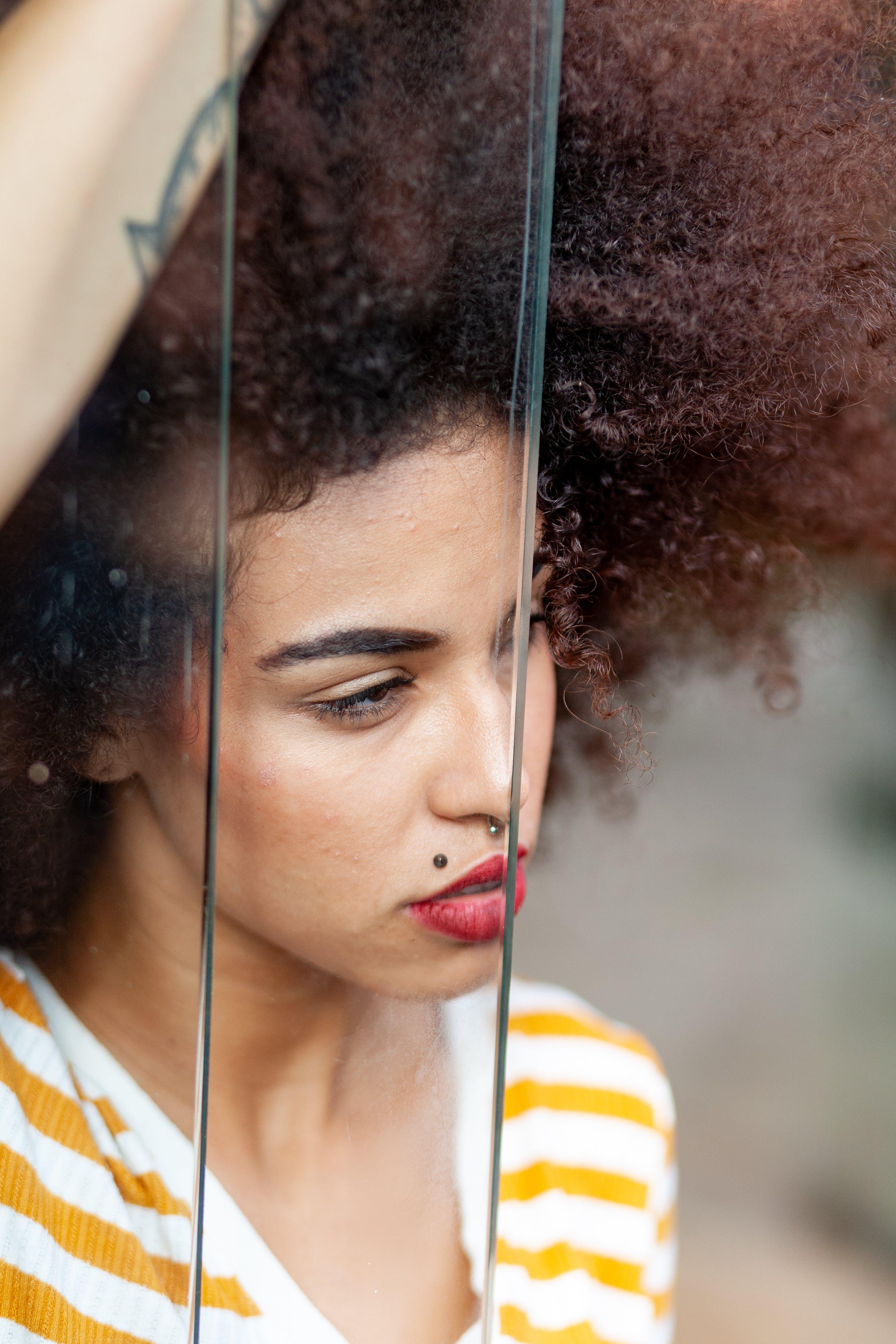 Základová fotografie zdarma na téma afro, atraktivní, denní světlo, focení