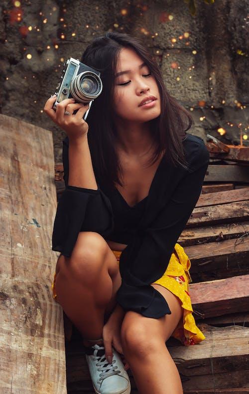 analog kamera, asyalı kız, bayan, çekici; cazip içeren Ücretsiz stok fotoğraf