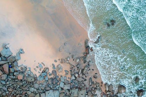 Foto d'estoc gratuïta de aigua, foto aèria, foto des d'un dron, fotografia aèria