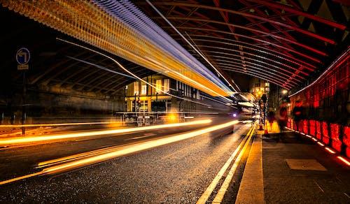 光迹, 地鐵系統, 晚上, 晚間 的 免费素材照片