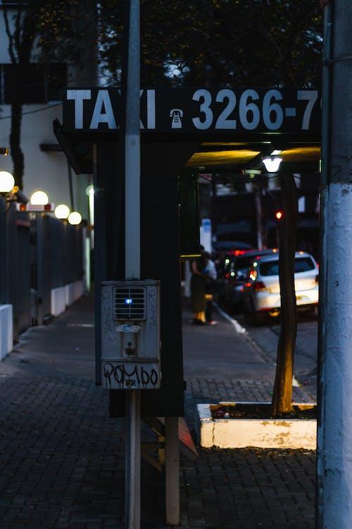Photos gratuites de abri bus, aube, bâtiment, centre-ville