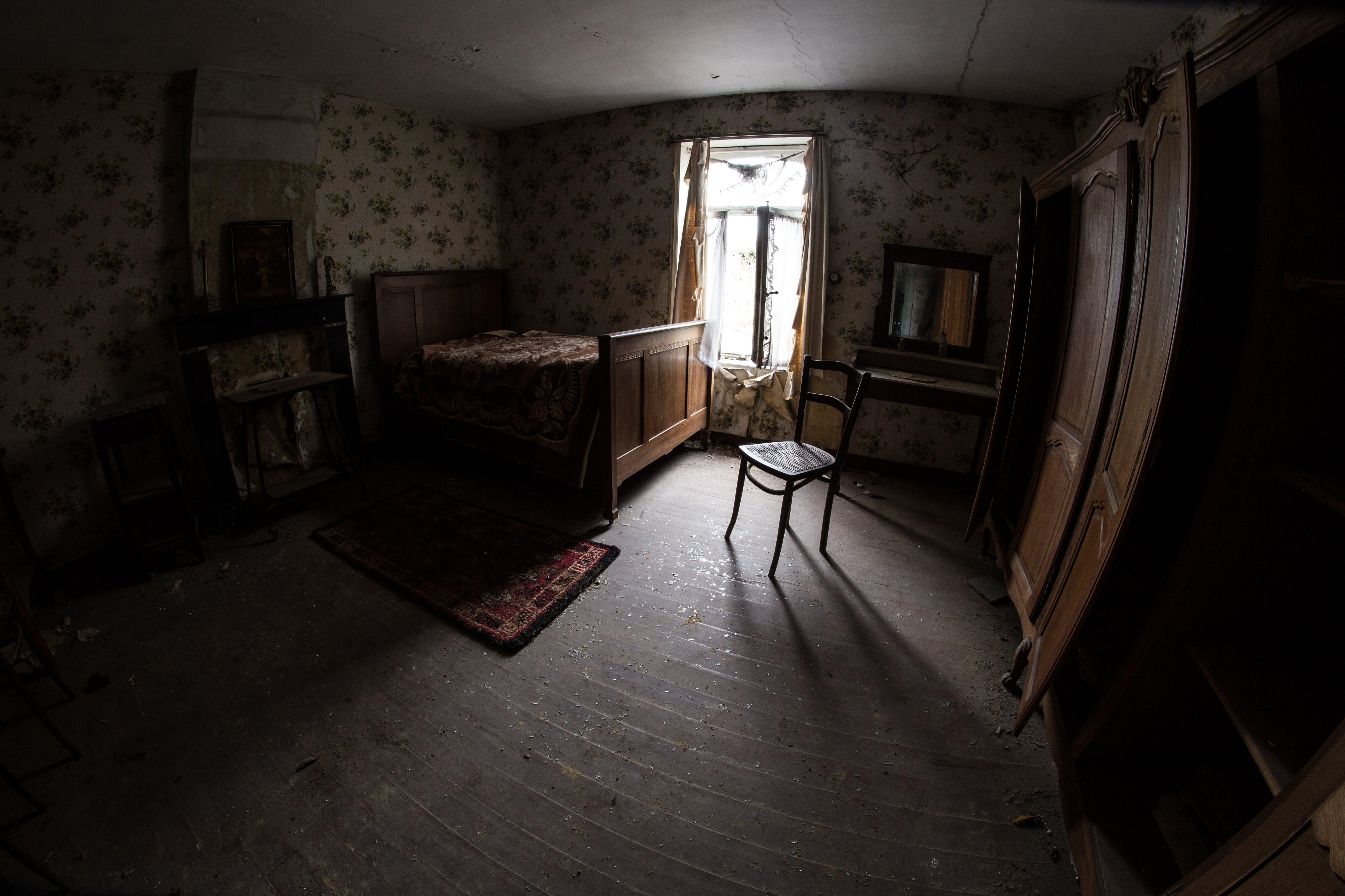 Darmowe zdjęcie z galerii z apartament, brudny, drewniany, drewno