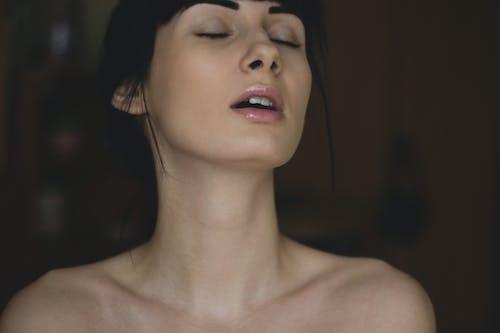 Foto d'estoc gratuïta de color carn, dona, eròtic, model