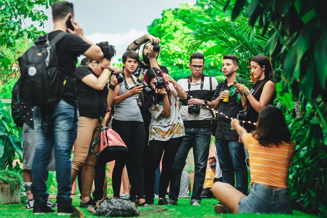 fotógrafos, gente, haciendo una foto