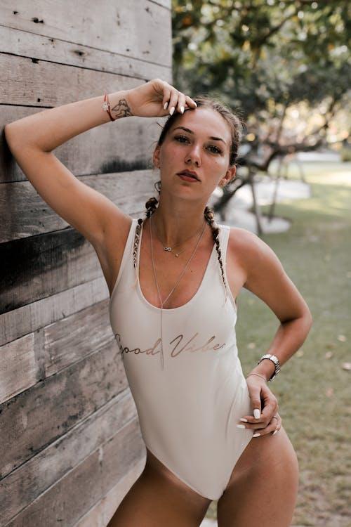 Foto stok gratis atraktif, bagus, baju renang, berbayang
