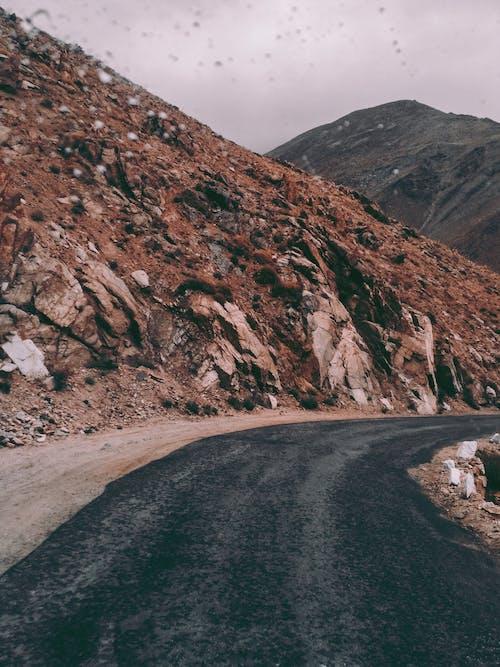 Photos gratuites de asphalte, cailloux, ciel, courbe