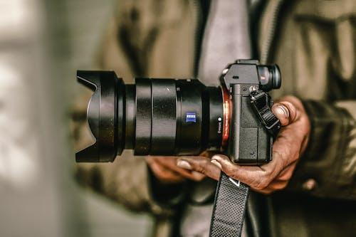 Foto profissional grátis de câmera, lentes da câmera, melhor momento