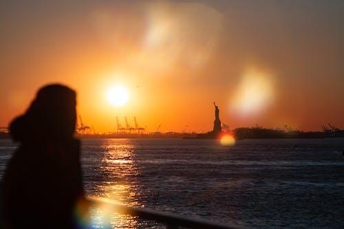 Ilmainen kuvapankkikuva tunnisteilla auringonlasku, linssin heijastus, new york, soihtu