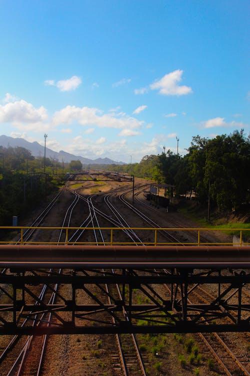 Бесплатное стоковое фото с железнодорожная линия, поезд, фото природы