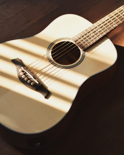 Free stock photo of acoustic guitar on a wooden surface, acoustic guitar wooden floor, wooden floor