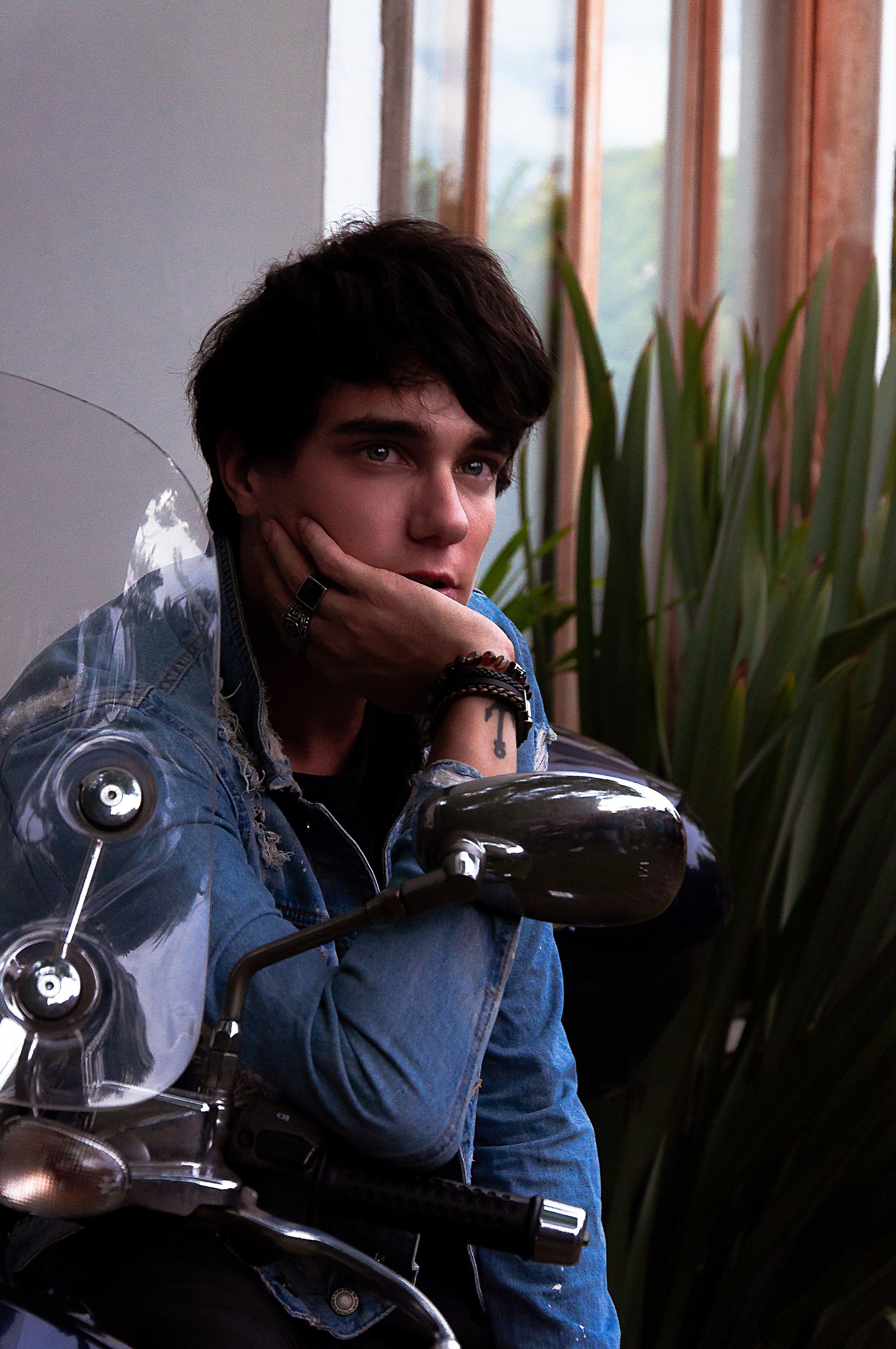 おとこ, オートバイ, サイドミラー, ジージャンの無料の写真素材