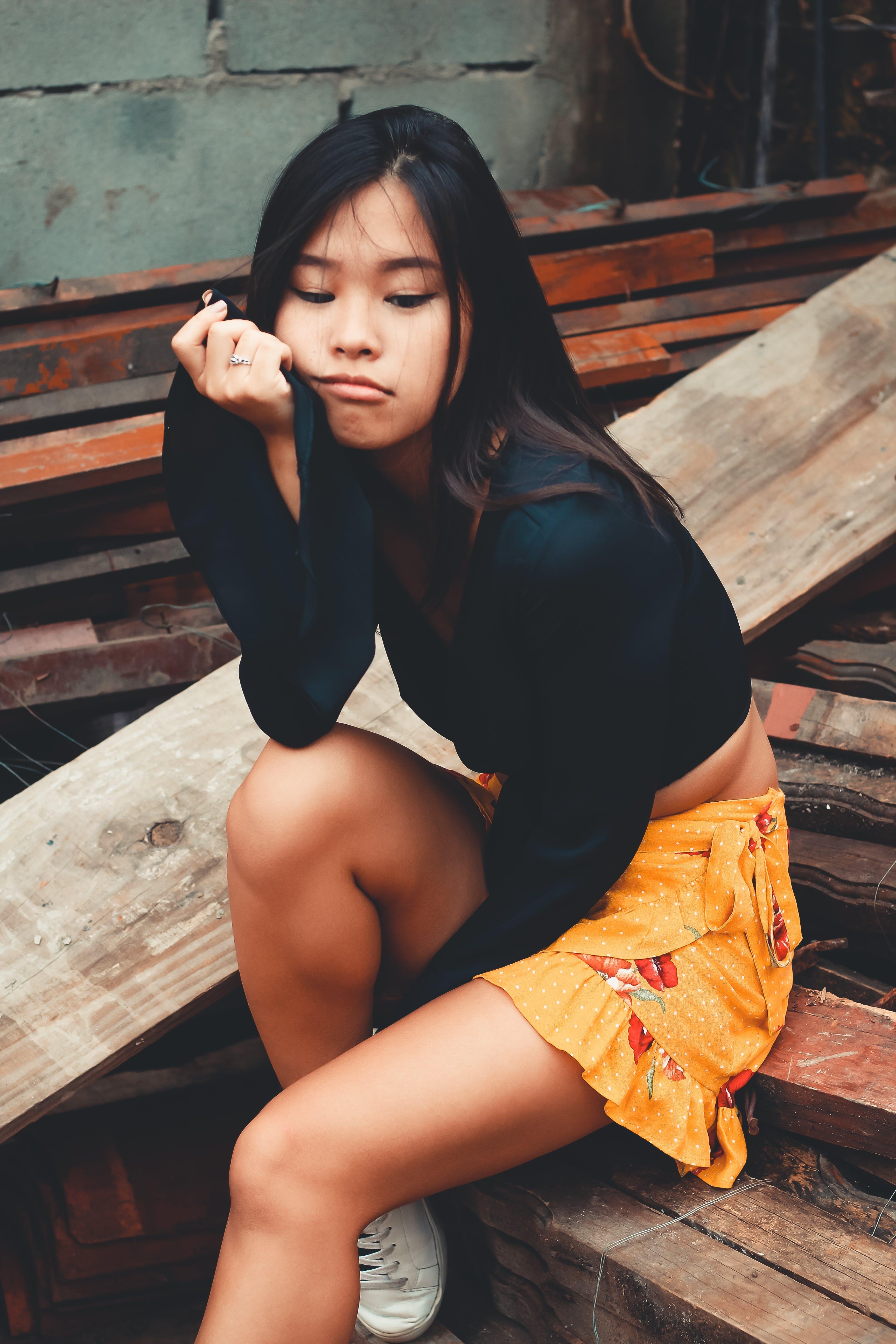 Foto d'estoc gratuïta de asiàtica, assegut, atractiu, bellesa