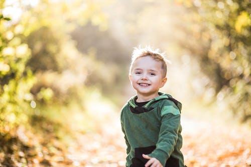 Ingyenes stockfotó aranyos, élvezet, fiatal, fiú témában