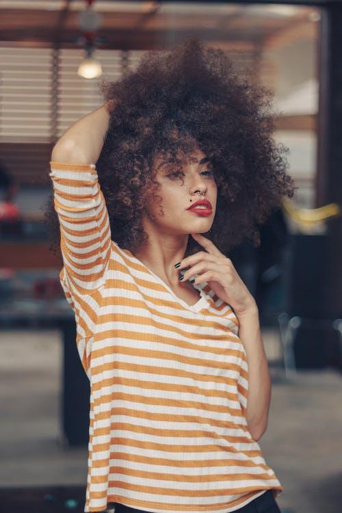 Gratis arkivbilde med afro, bruke, kvinne, mote