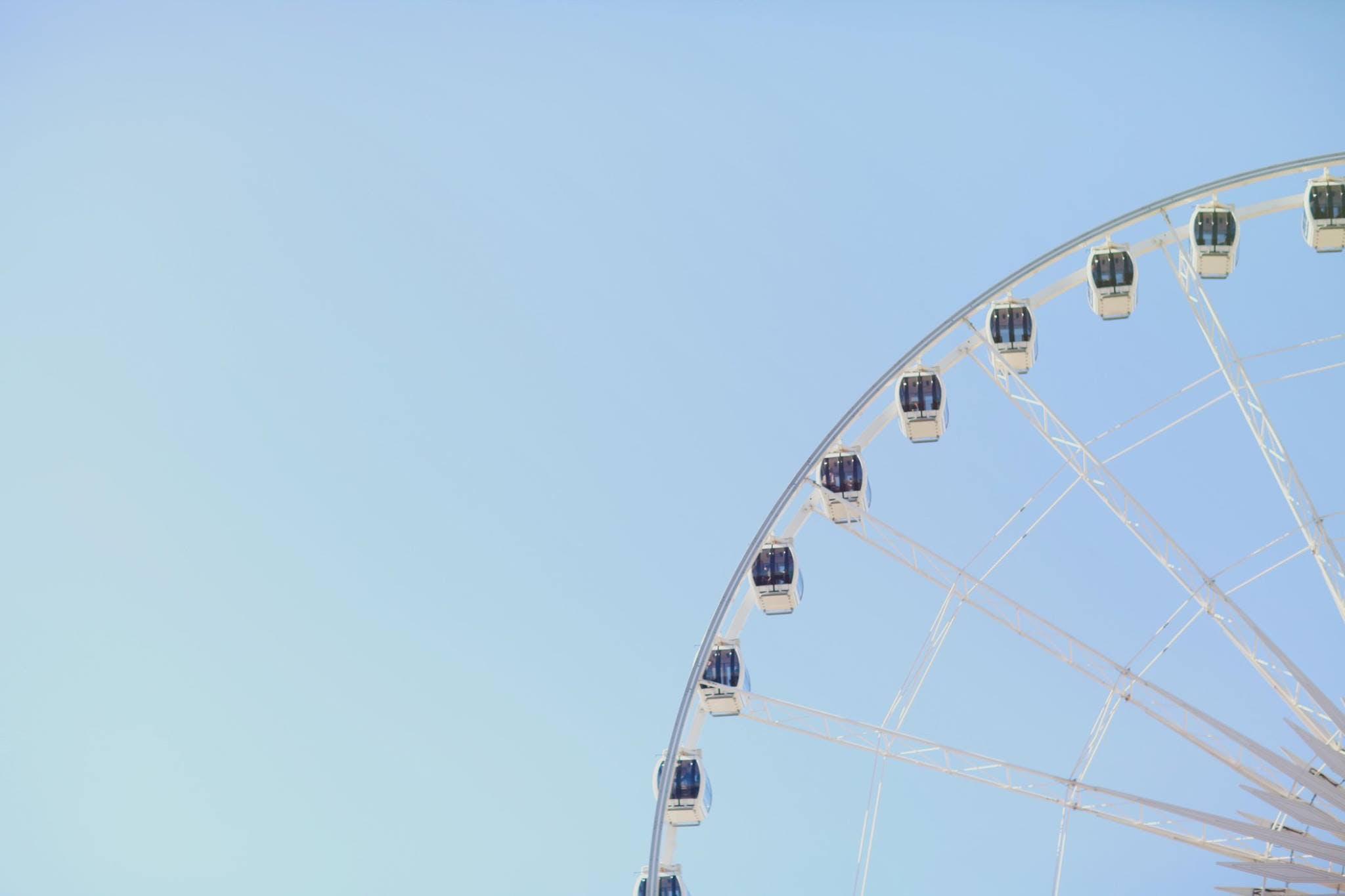Kostenloses Stock Foto zu blauer himmel, draußen, fahrten, freizeitpark