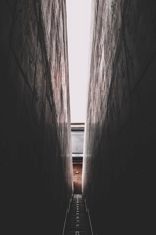 Ilmainen kuvapankkikuva tunnisteilla arkkitehdin suunnitelma, arkkitehtuuri, muurit, portaat