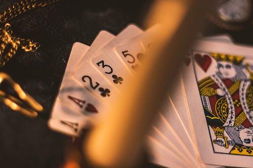 Darmowe zdjęcie z galerii z gra w karty
