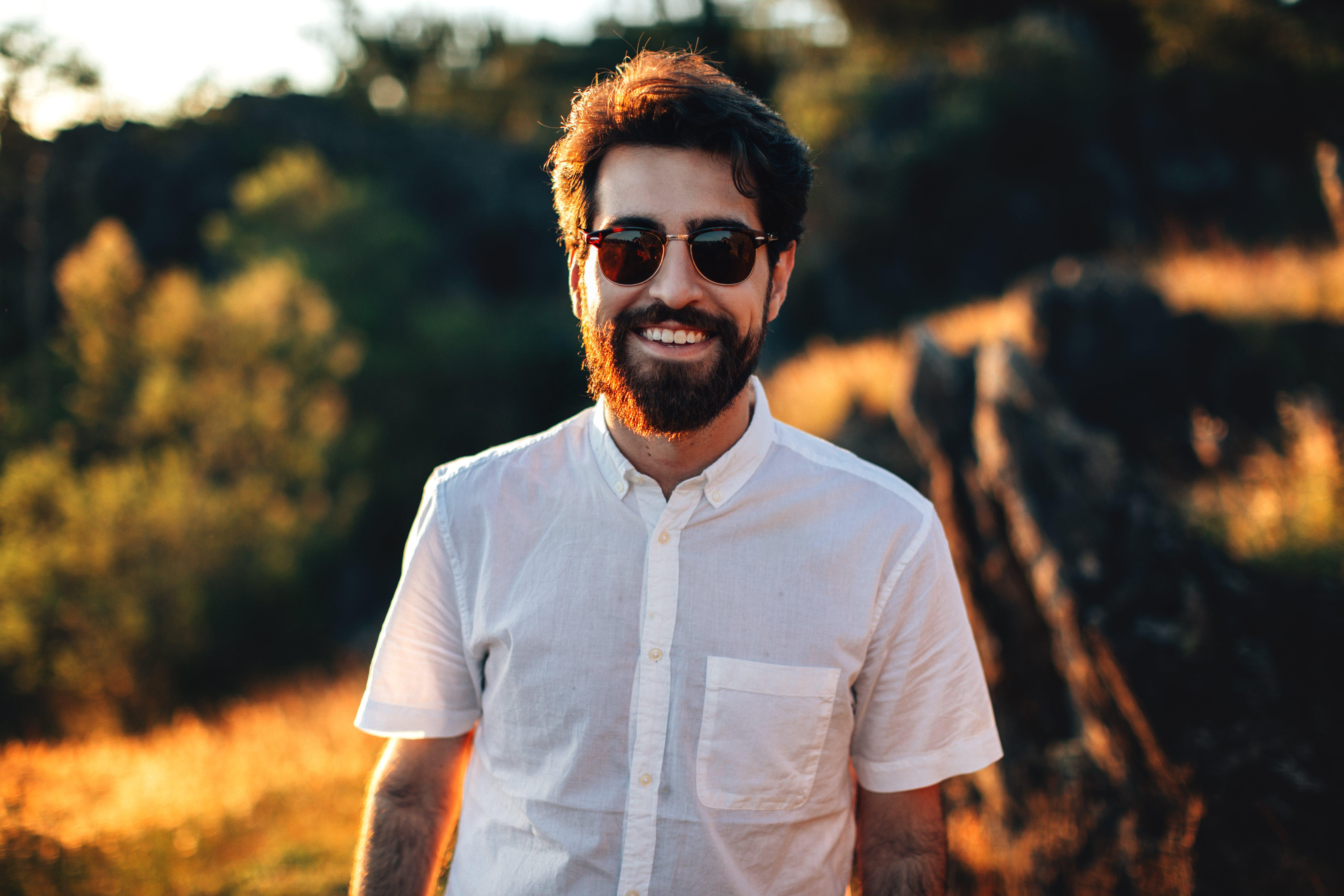 Бесплатное стоковое фото с борода, выражение лица, глубина резкости, дневной свет