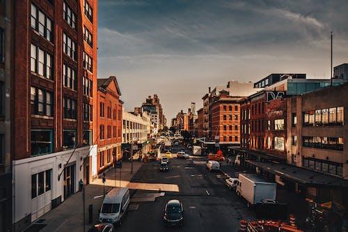Foto profissional grátis de alvorecer, amanhecer, arquitetura, asfalto