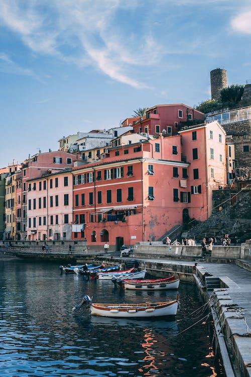 Základová fotografie zdarma na téma architektura, budova, čluny, kanál