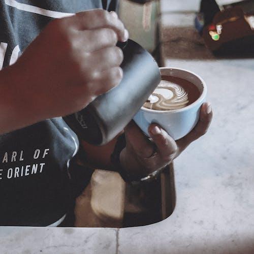 Free stock photo of bar cafe, barista, brewed coffee, coffee cup