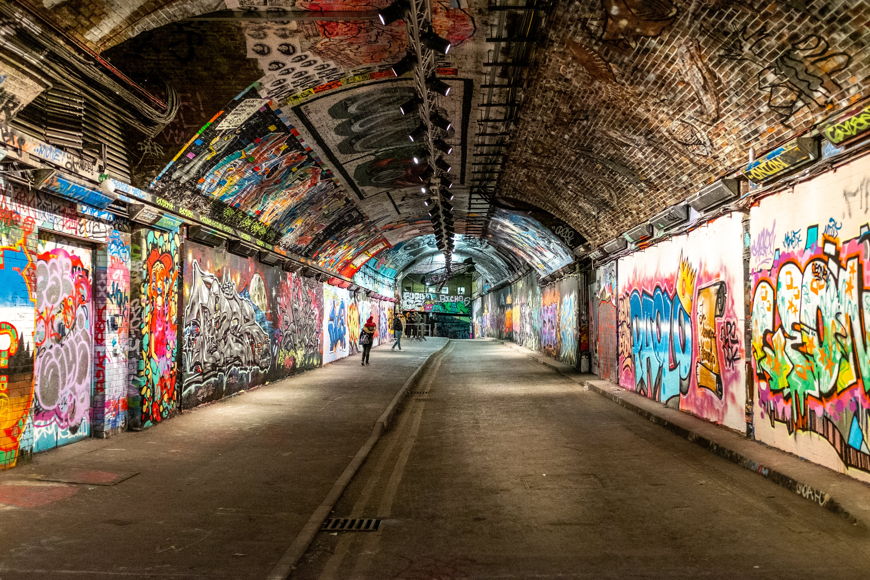 Základová fotografie zdarma na téma cihly, graffiti, leake street, lidé