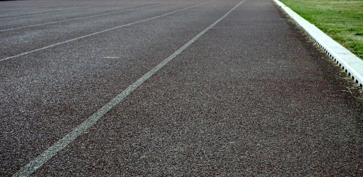aarde, asfalt, begeleiding