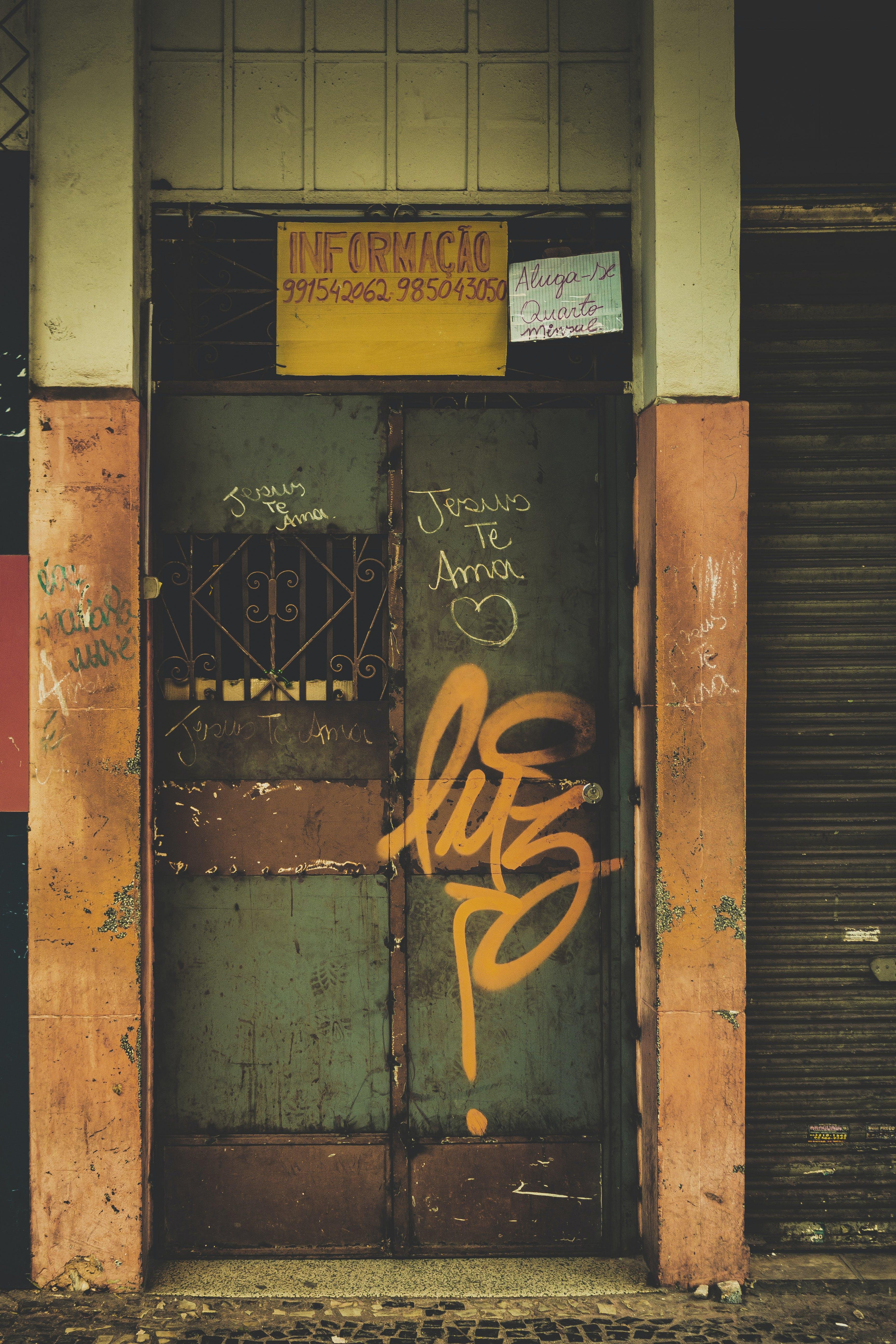 Darmowe zdjęcie z galerii z drzwi, dzień, fotografia miejska, goiânia