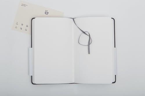Kostnadsfri bild av anteckningsbok, band, bokmärke, dagbok