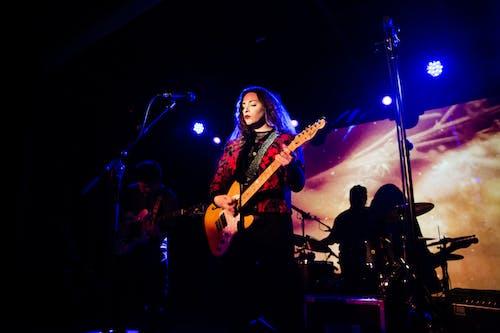 Gratis stockfoto met artiest, band, concert, elektrische gitaar