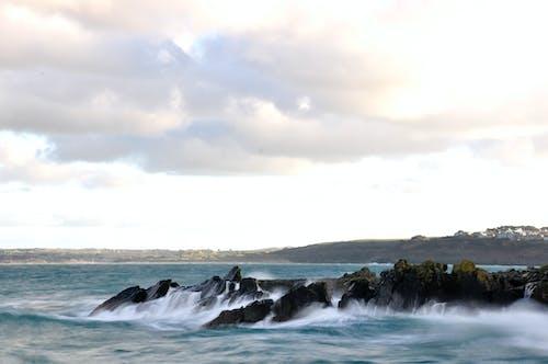 Fotos de stock gratuitas de Cornualles, olas rompiendo, rocas, vista del mar