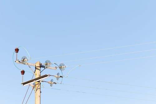 Foto d'estoc gratuïta de cable de corrent, cel blau, línia elèctrica