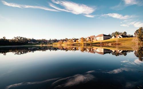 反射, 晴天, 空, 青い水の無料の写真素材