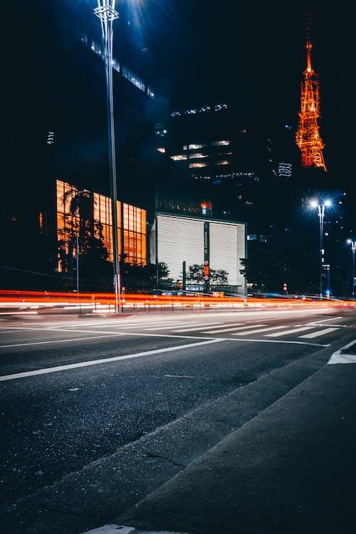 Kostnadsfri bild av arkitektur, asfalt, byggnader, gatlyktor