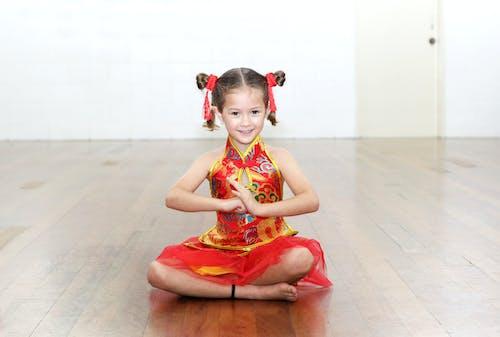 Gratis lagerfoto af dans, fejring, multikulturel, rød