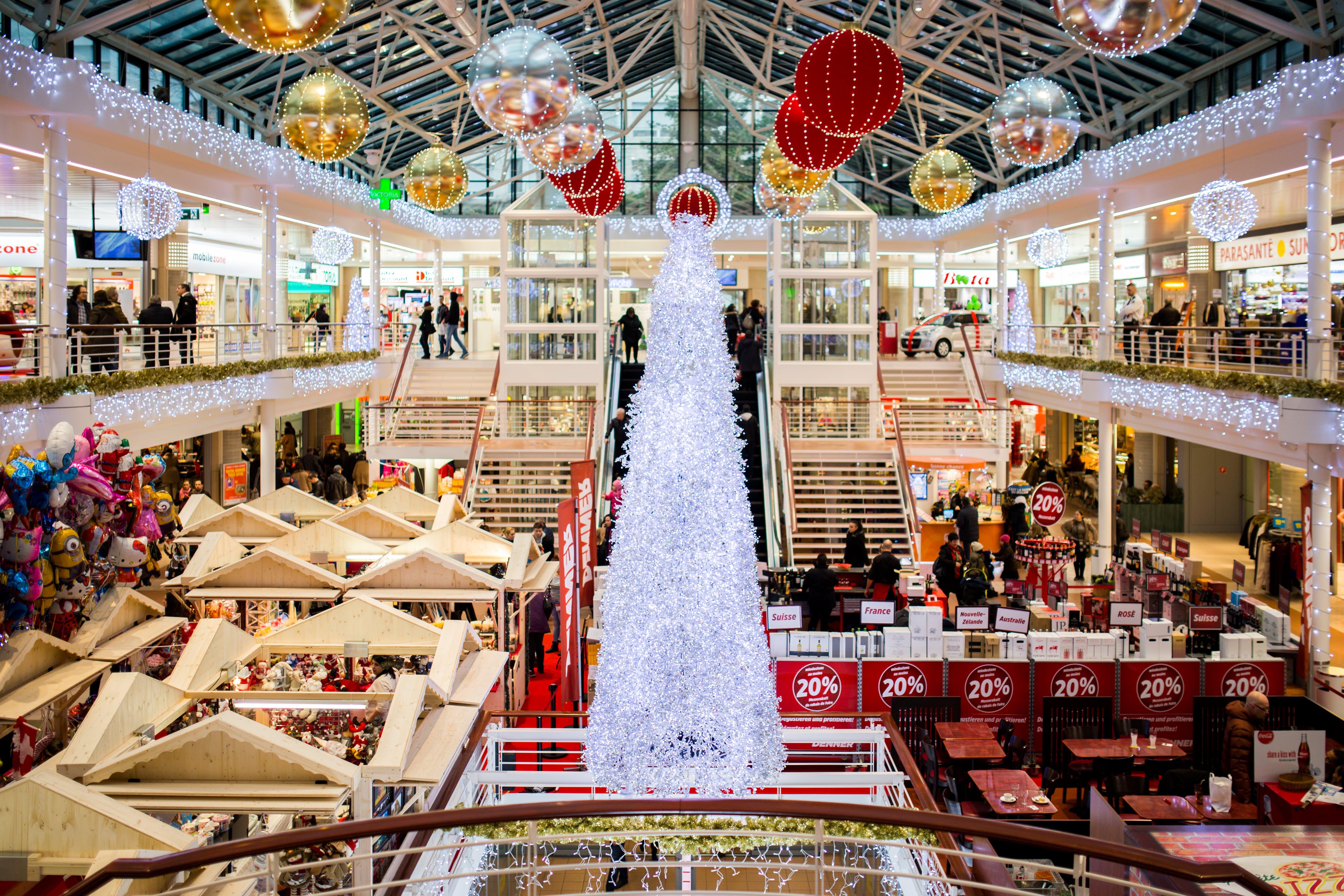 Δωρεάν στοκ φωτογραφιών με έκπτωση, εσωτερικοί χώροι, κτήριο, χριστουγεννιάτικο δέντρο