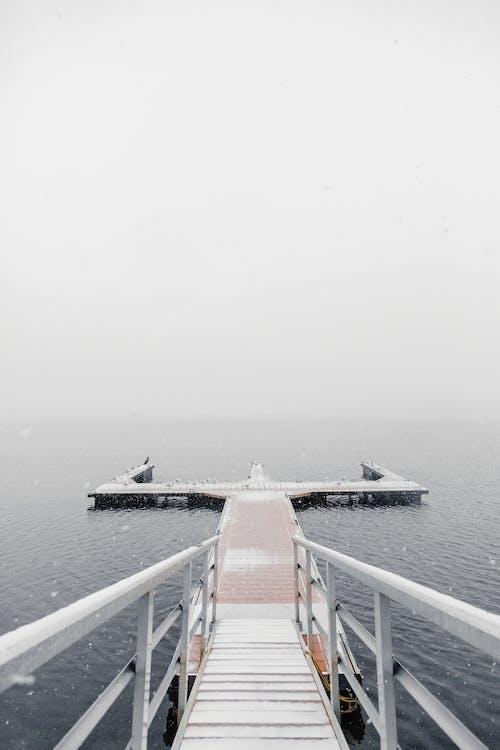 Immagine gratuita di acqua, banchina, luce del giorno, mare