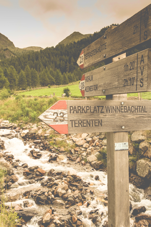 Parkplatz Winnebacjtal Terenten Wood Signage