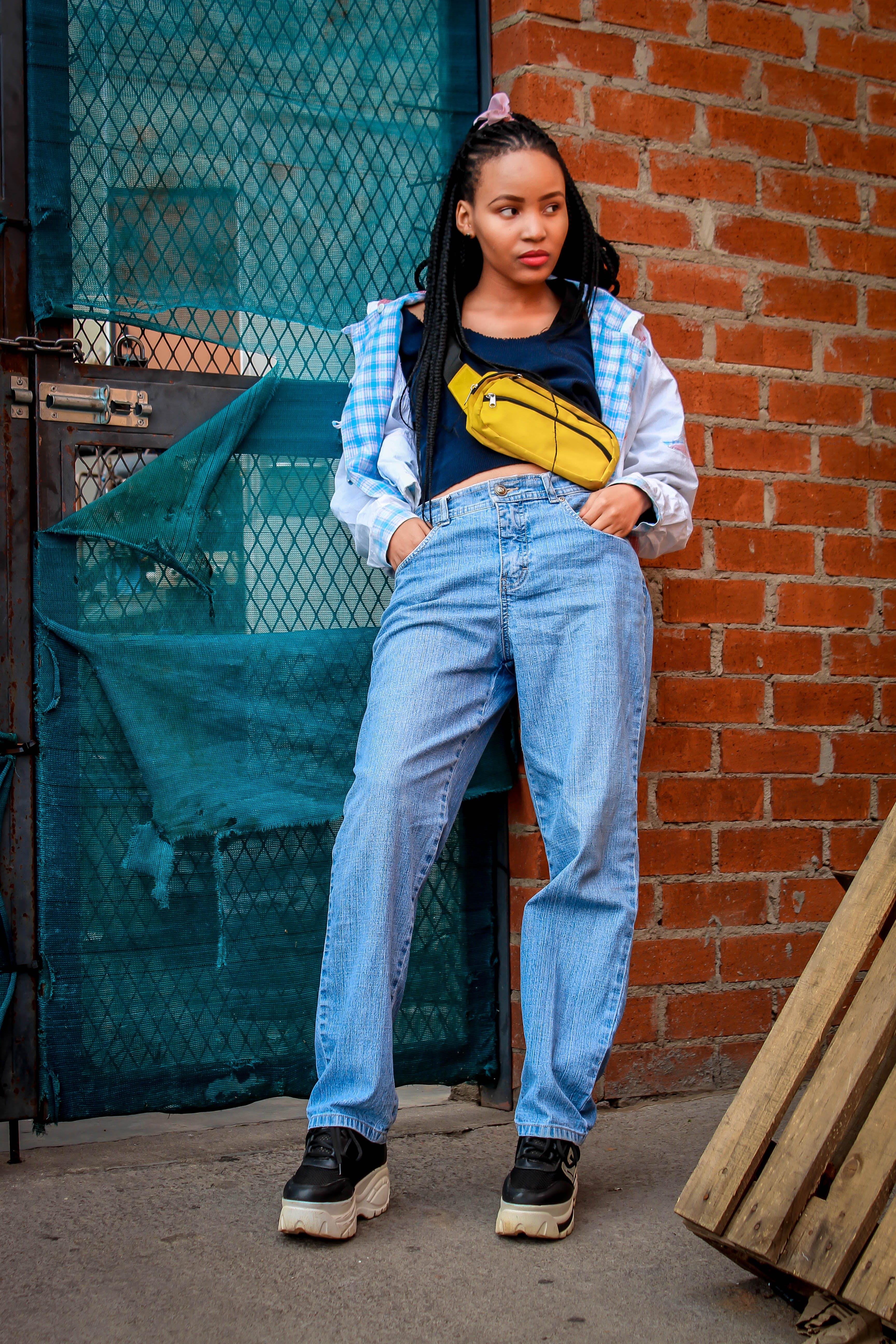 Free stock photo of Woman wearing classic jean