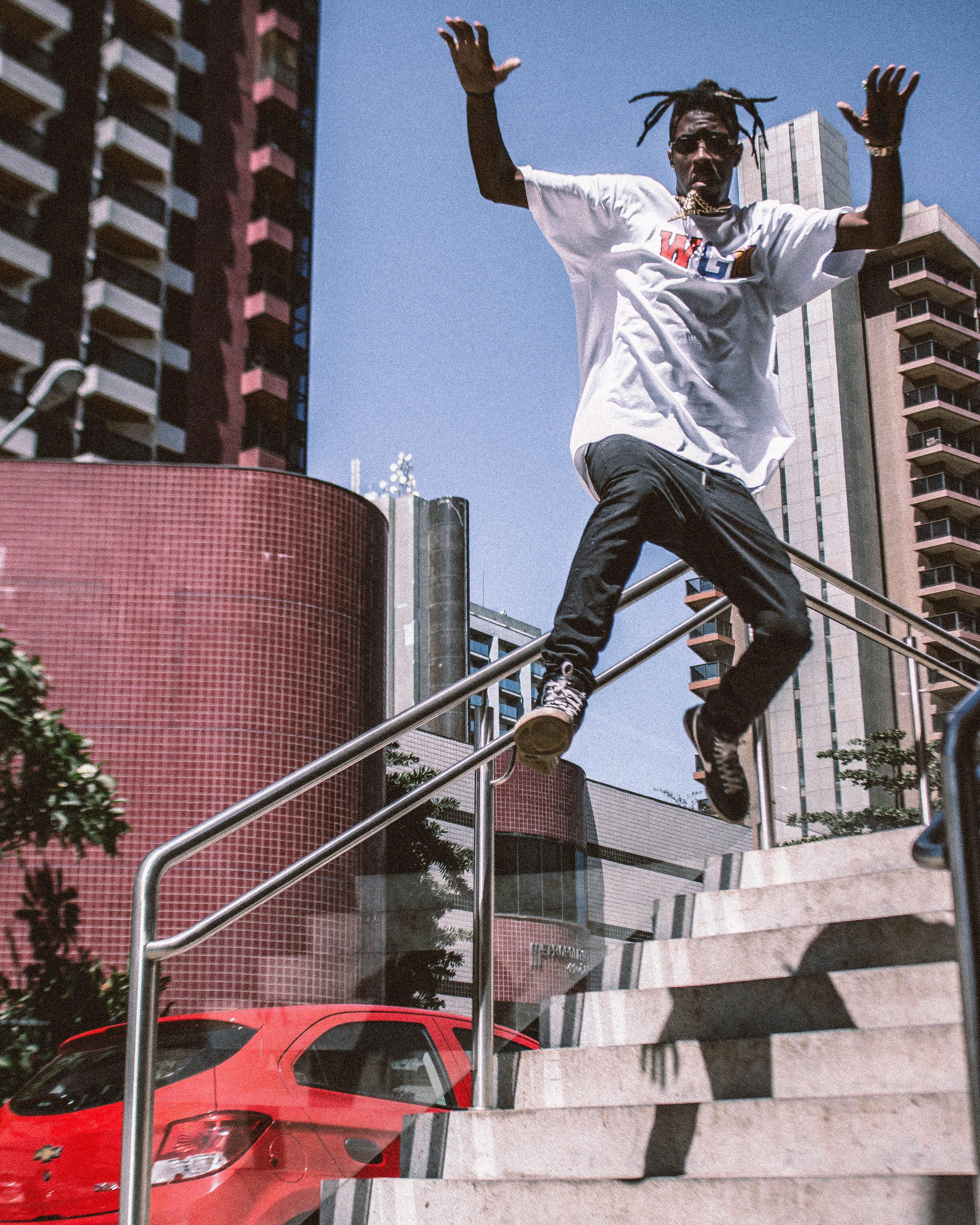 おとこ, ストリートウェア, 階段, 飛び跳ねるの無料の写真素材