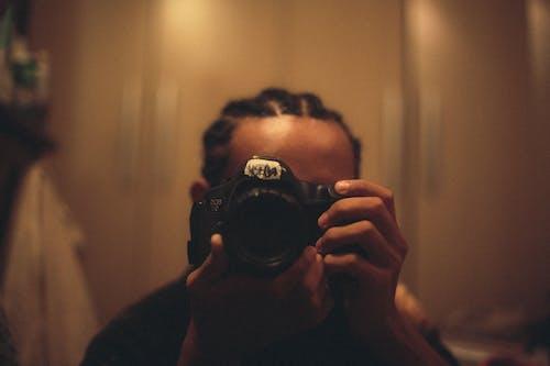 Foto d'estoc gratuïta de càmera, càmera digital, càmera rèflex digital, concentrar-se